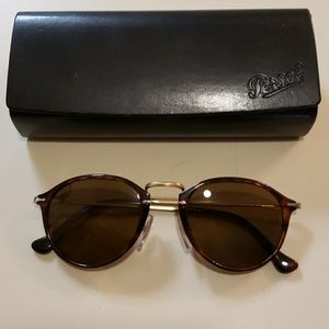 NWT Persol round 3046 polarized brown lens